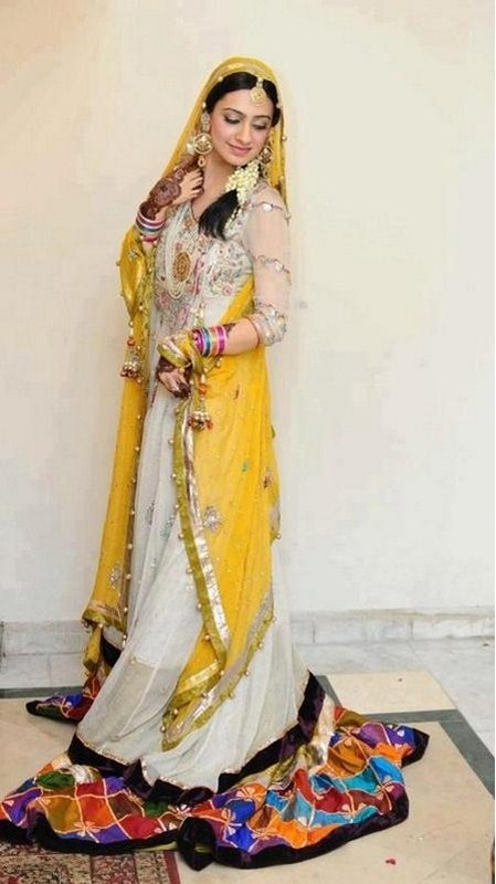 White Mehndi Outfits : Latest bridal mehndi dresses collection