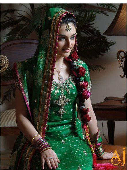 Best Mehndi Dresses Designs Collection for Girls 2015-2016 (32)