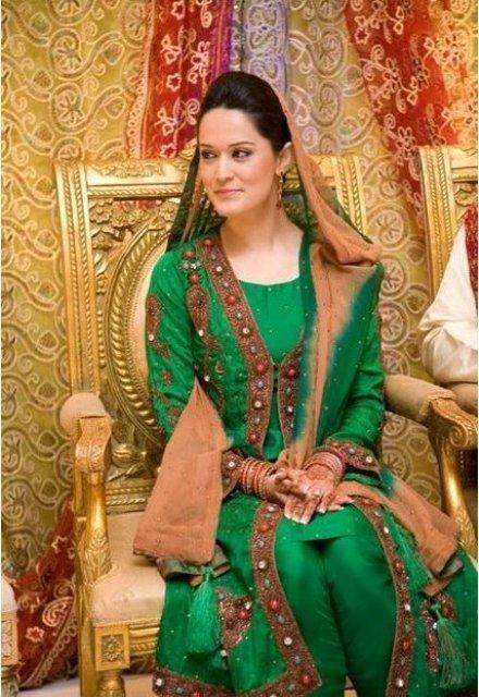 Best Mehndi Dresses Designs Collection for Girls 2015-2016 (38)