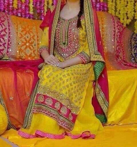 Best Mehndi Dresses Designs Collection for Girls 2015-2016 (42)