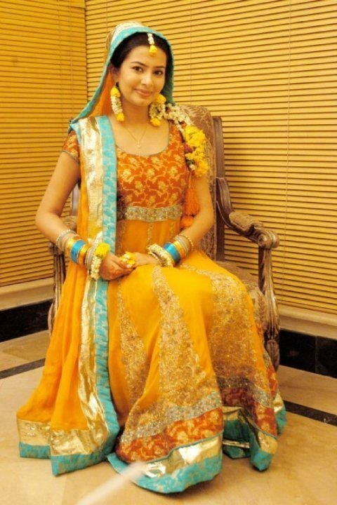 Best Mehndi Dresses Designs Collection for Girls 2015-2016 (43)