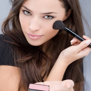 How-To-Apply-Base-Makeup-Tutorial (1)