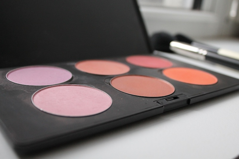 5 Must Have Makeup Items in Your Bag- Every Girl Should Know (3)