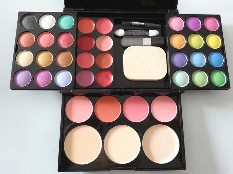5 Must Have Makeup Items in Your Bag- Every Girl Should Know (4)