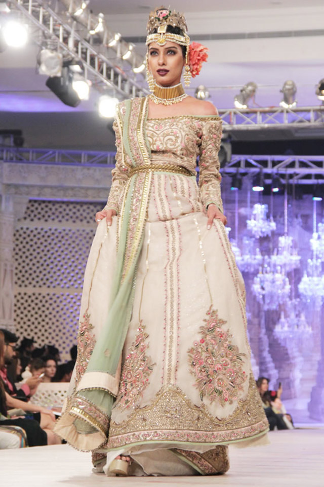 Fahad Hussayn Bridal wedding collect at PFDC LOreal Paris week 2015-2016 (1)