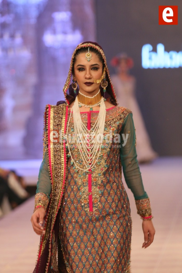 Fahad Hussayn Bridal wedding collect at PFDC LOreal Paris week 2015-2016 (4)