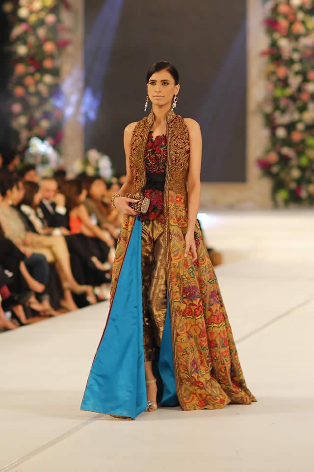 Famous Designer Sana Safinaz collection at PFDC L'Oréal Paris Bridal Week 2015 (4)