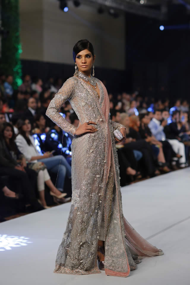 Famous Designer Sana Safinaz collection at PFDC L'Oréal Paris Bridal Week 2015 (5)