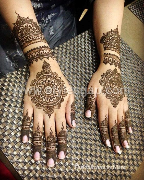 Peacock Round Tikki Mehndi Designs Latest Collection (16)
