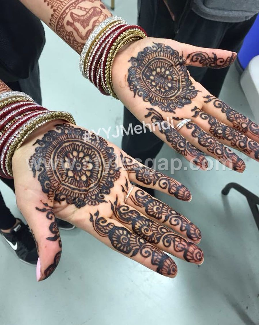 Mehndi Designs New Models : Mehndi design round creative red
