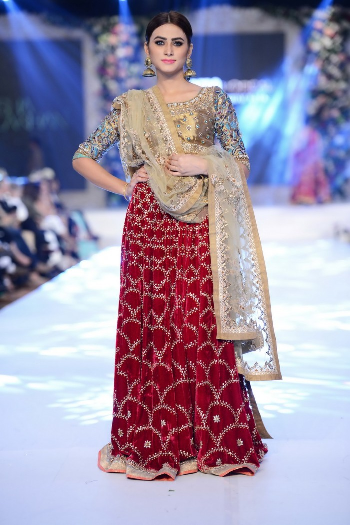 Sana Yasir collection at PFDC L'Oréal Paris Bridal Week 2015-2016 (2)