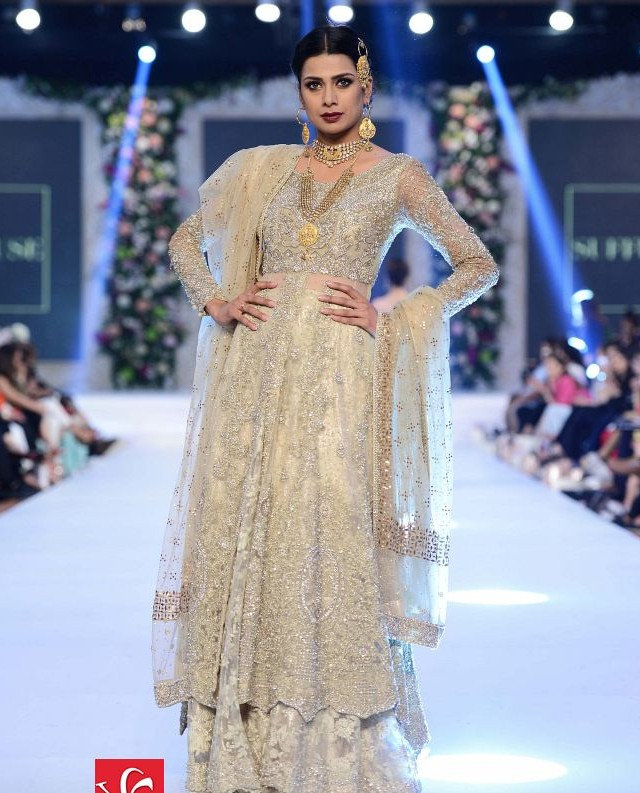 Sana Yasir collection at PFDC L'Oréal Paris Bridal Week 2015-2016 (4)