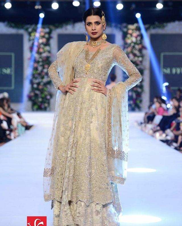 Sana Yasir collection at PFDC L'Oréal Paris Bridal Week 2015-2016 (4)