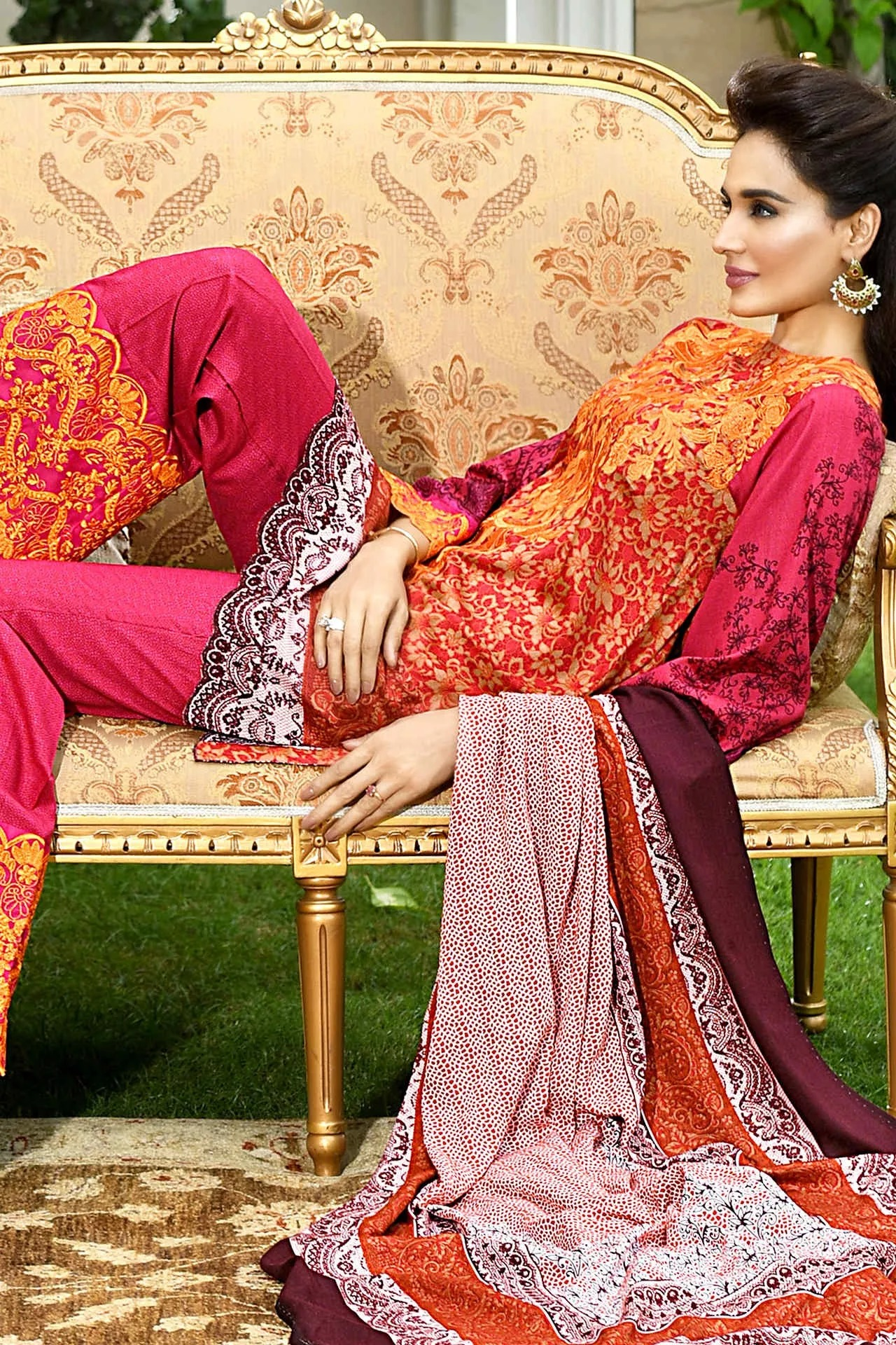 house-of-ittehad-royal-embroidered-winter-dresses-2016-17-1