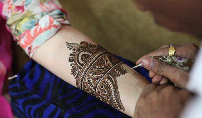 How To Apply Heena Mehndi Designs Tutorial Step By Step,Easy Simple Mehndi Designs For Beginners Back Hand