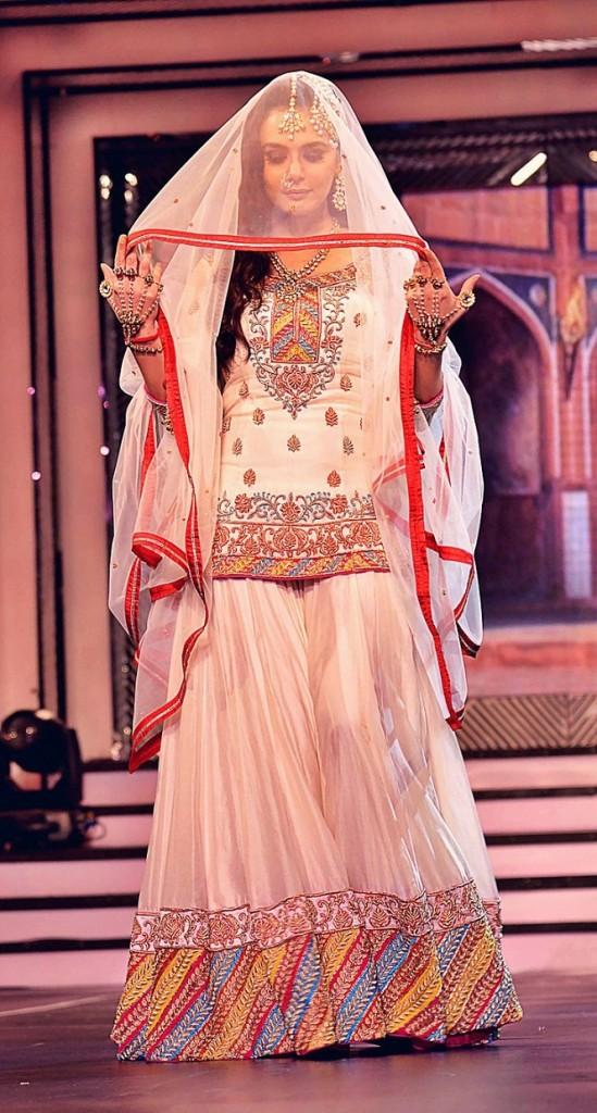 Top Indian Designers Like Manish Malhotra Ritu Kumar Rohit Bal Tarun Tahiliani Etc Have Presented These Awesome Designs Of Wedding Bridal Sharara