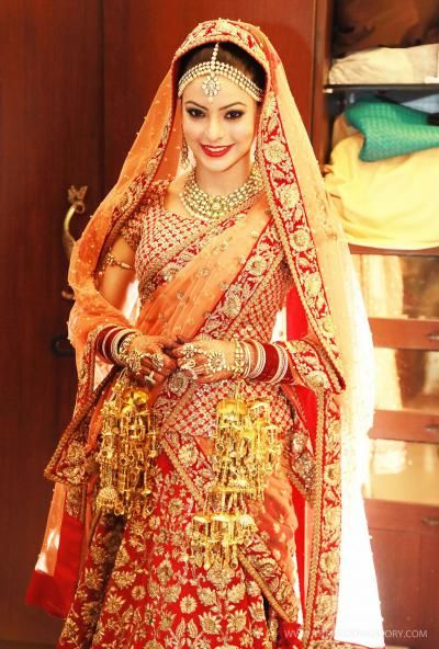 Amna Sharif- Top 10 Famous Indian Celebrity Wedding Dresses Trends (2)