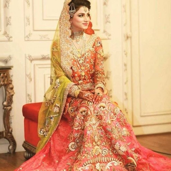 Latest Indian Wedding Hairstyles 2016 2017: Pakistani Bridal Lehenga Dresses Designs Styles 2018-2019