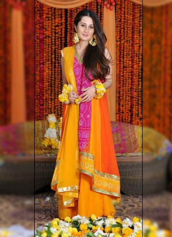 Trends of Mehndi Ghagra Choli Dresses & Frocks Collection 2016-2017 (16)