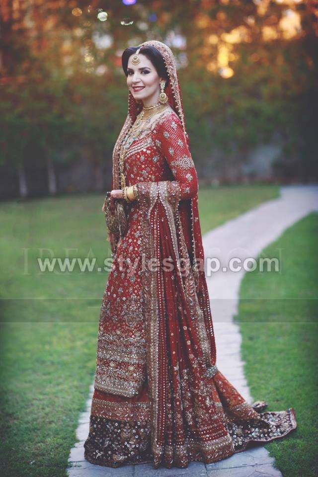 639c6d5810 Gold heavy tussles around the border of the dupatta of the dress make its  embellishment look exquisite. Moreover, the work in ivory and beige glares  up the ...