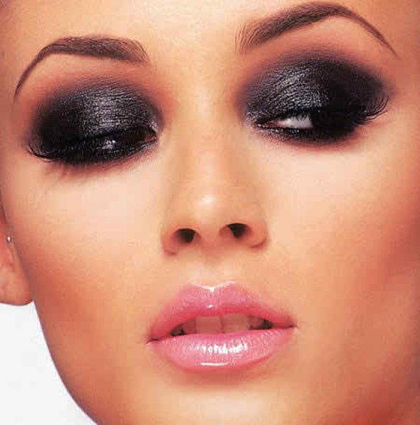 Black Smokey Eyes Makeup Tutorial Step by Step (1)