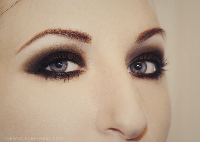 Black Smokey Eyes Makeup Tutorial Step by Step (18)