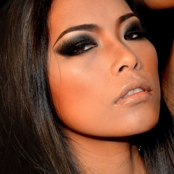 Black Smokey Eyes Makeup Tutorial Step by Step (9)