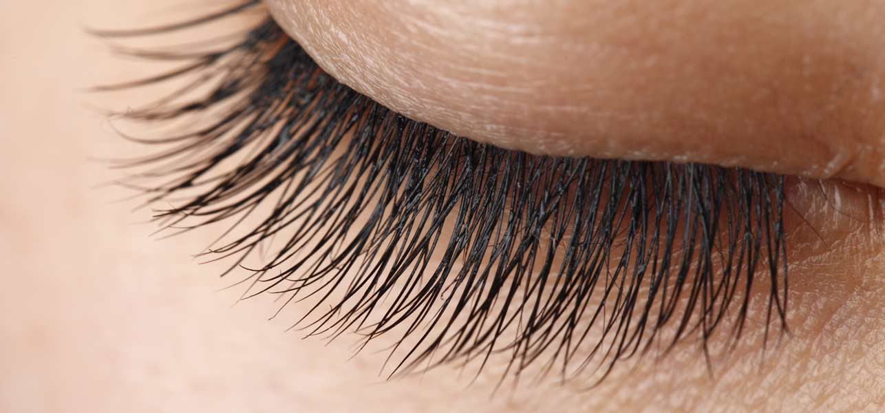 How to Get Long Lashes Naturally Tips & Tricks to Grow Long Eyelashes  (1)
