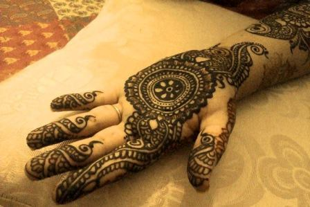simple front hand mehndi design 2021