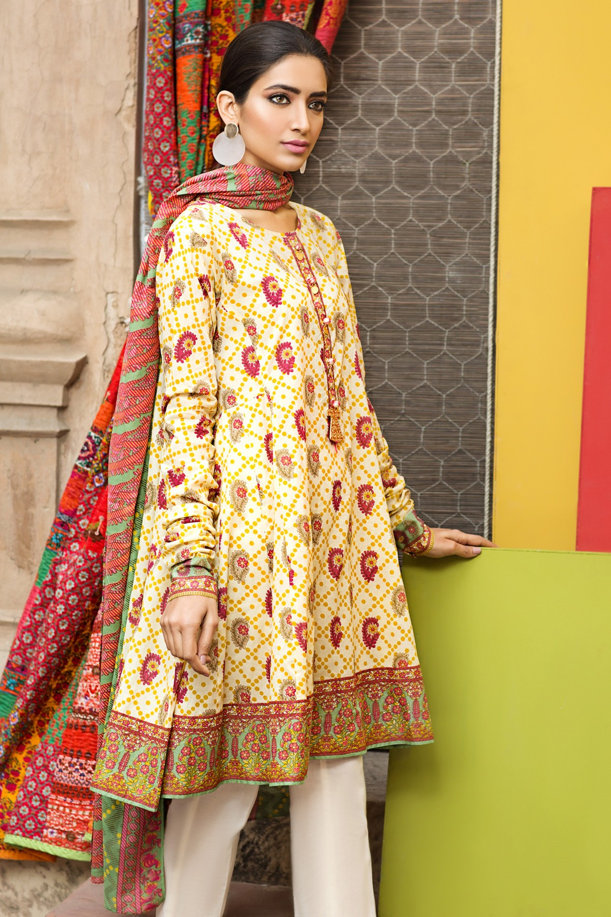 Warda Summer Dresses Collection This is my personal favorite clothing brand and it is also exposing its Warda collection of lawn prints for Girls. These prints are just according to new fashion and they will be the first choice of every woman.