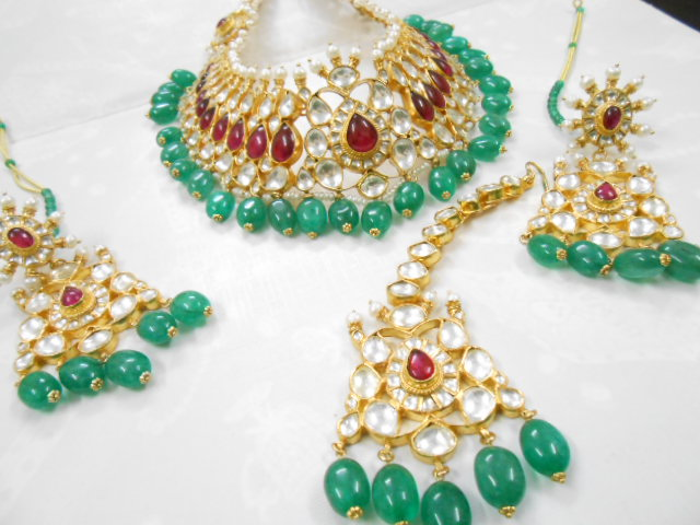 Kundan Jewelery Latest Designs & Trends for Asian Women 2016-2017 (5)
