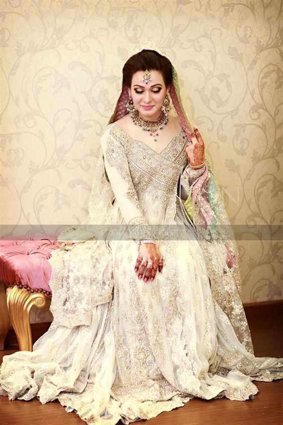 Latest Bridal Engagement Dresses Designs 2016-2017 Collection (10)