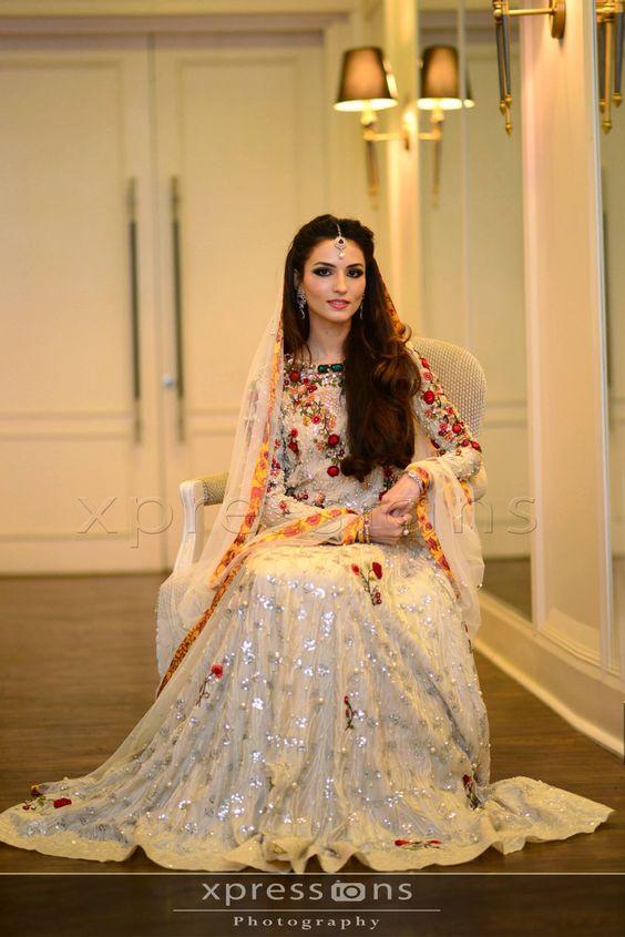 Latest Bridal Engagement Dresses Designs 2016-2017 Collection (26)