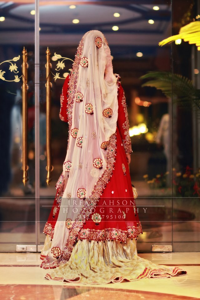 Latest Wedding Maxis Long Tale Dresses Designs Collection 2016-2017 (24)