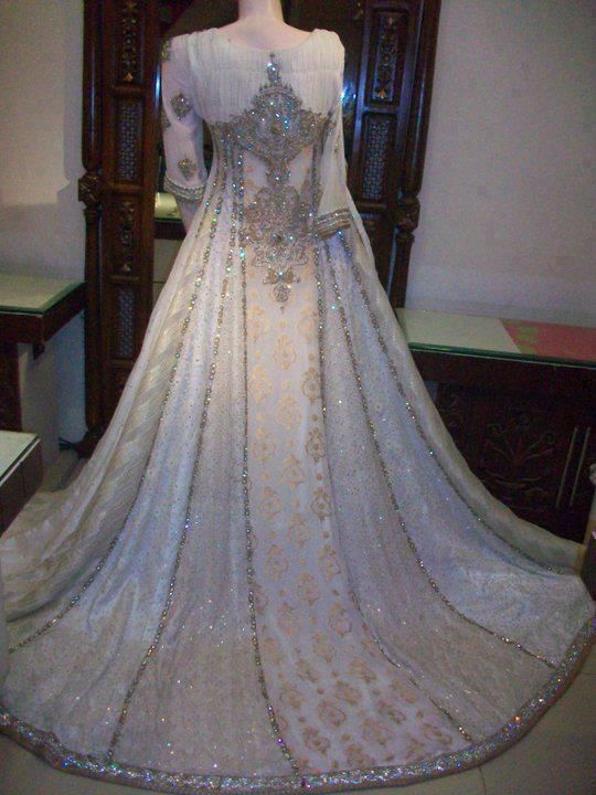 Latest Wedding Maxis Long Tale Dresses Designs Collection 2016-2017 (57)
