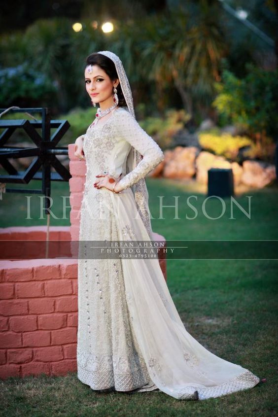 Latest Wedding Maxis Long Tale Dresses Designs Collection 2016-2017 (58)
