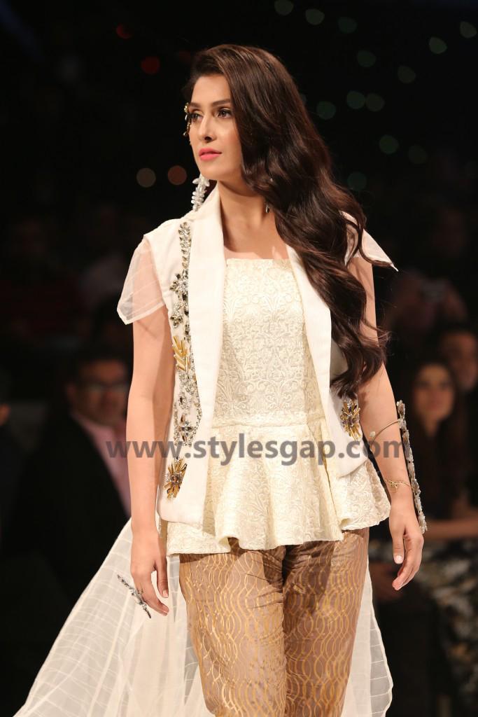 AYEZA KHAN- Showstopper in fashion week Pakistan 2016-2017 (1)