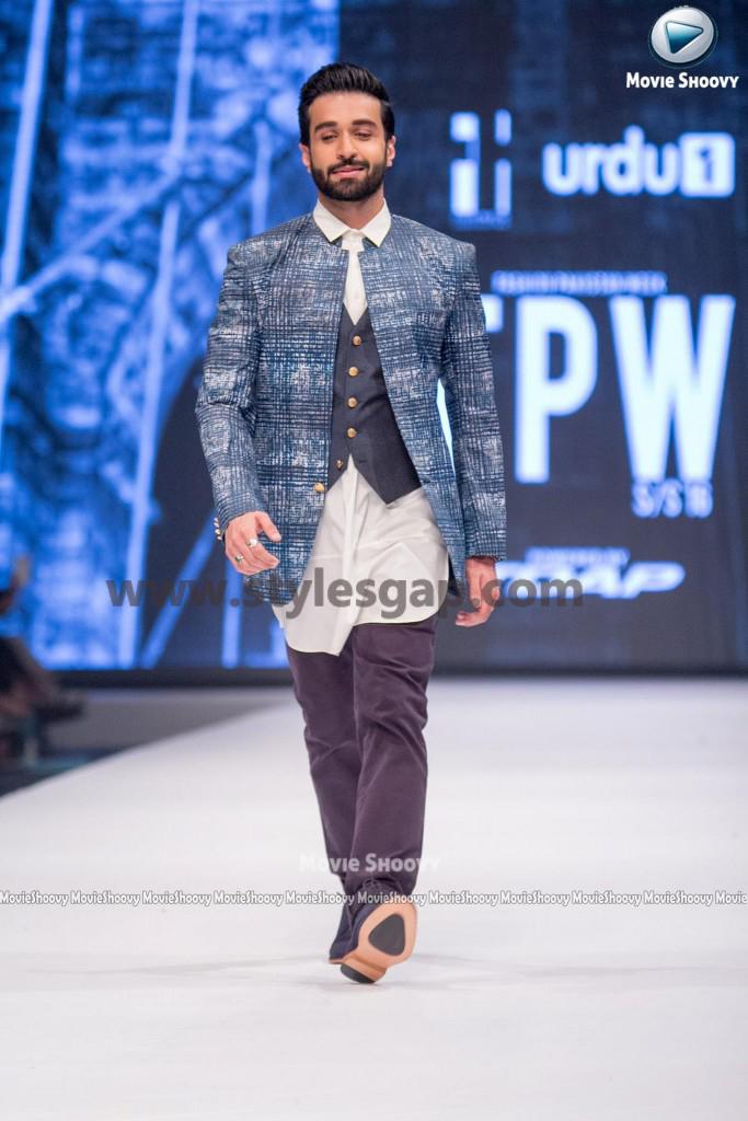 AZFAR REHMAN- Showstopper in fashion week Pakistan 2016-2017 (2)