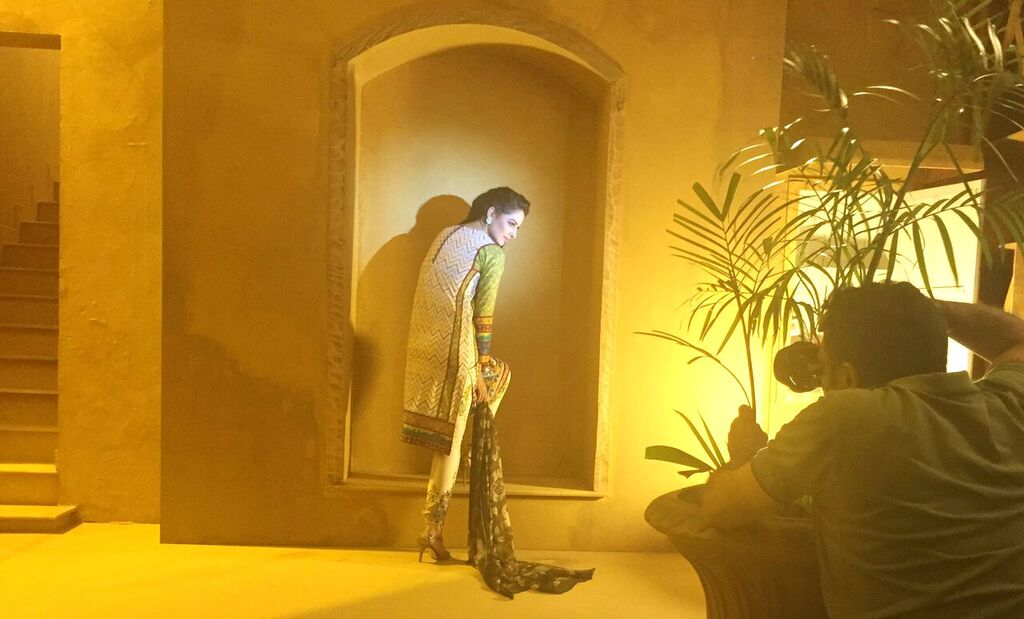 Asim Jofa Summer Luxury Lawn Collection 2016- Behind the Shoot (10)