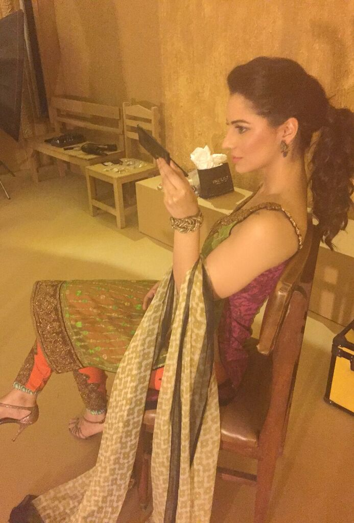 Asim Jofa Summer Luxury Lawn Collection 2016- Behind the Shoot (11)