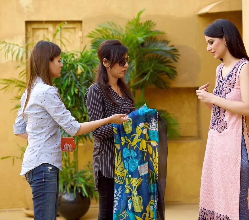 Asim Jofa Summer Luxury Lawn Collection 2016- Behind the Shoot (8)