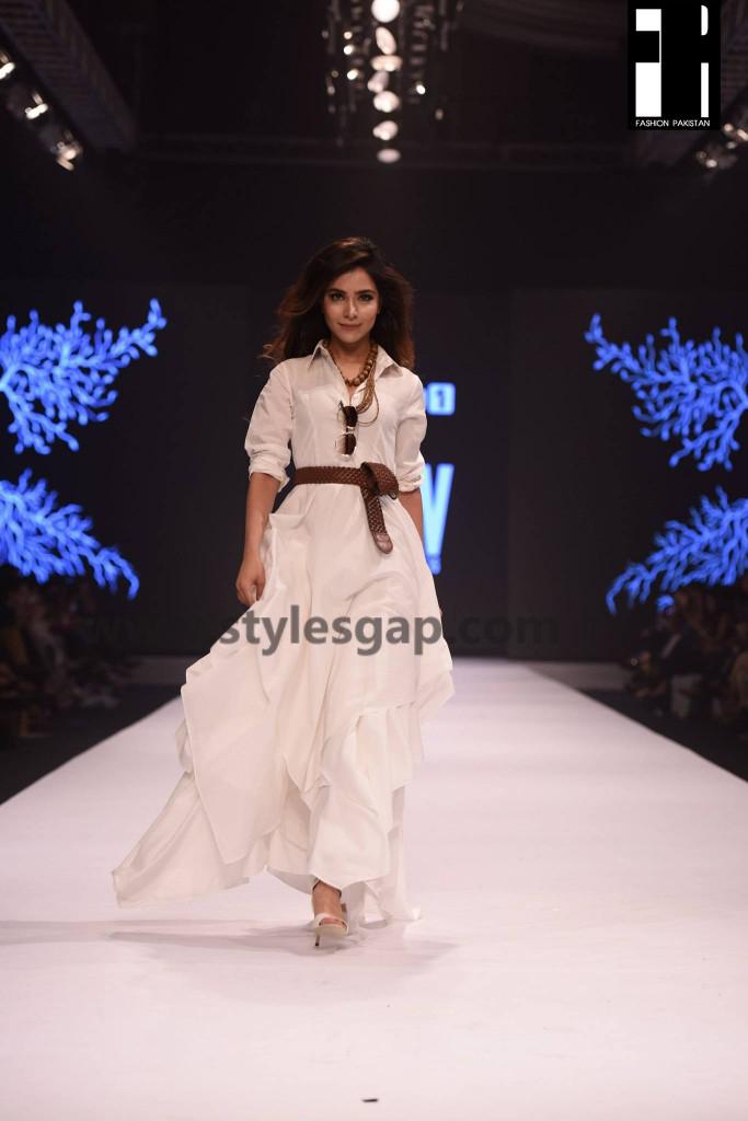 HUMAIMA MALIK- Showstoppers in Pakistan Fashion Week 2016-2017 (1)