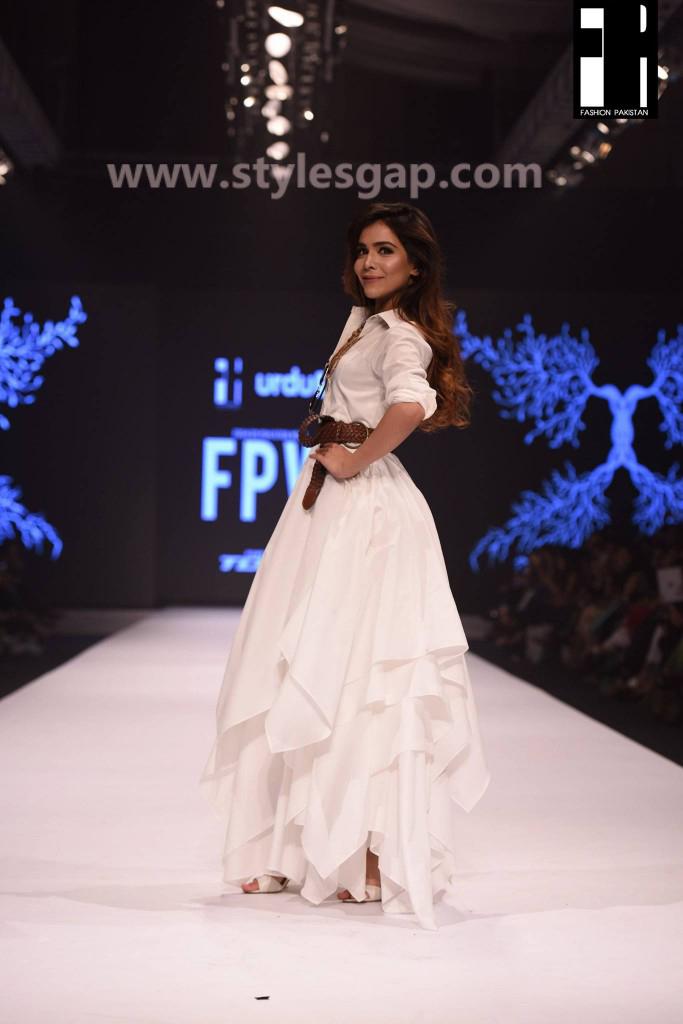 HUMAIMA MALIK- Showstoppers in Pakistan Fashion Week 2016-2017 (2)