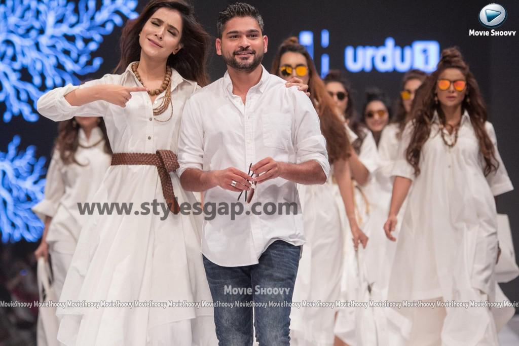 HUMAIMA MALIK- Showstoppers in Pakistan Fashion Week 2016-2017 (3)