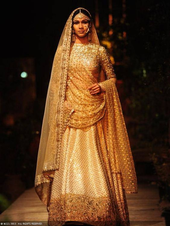 Latest indian designer bridal dresses wedding trends 2018 for Indian wedding dresses online india