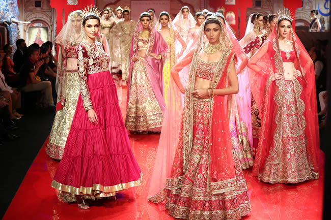MANISH MALHOTRA INDIAN BRIDAL DRESSES COLLECTION (1)
