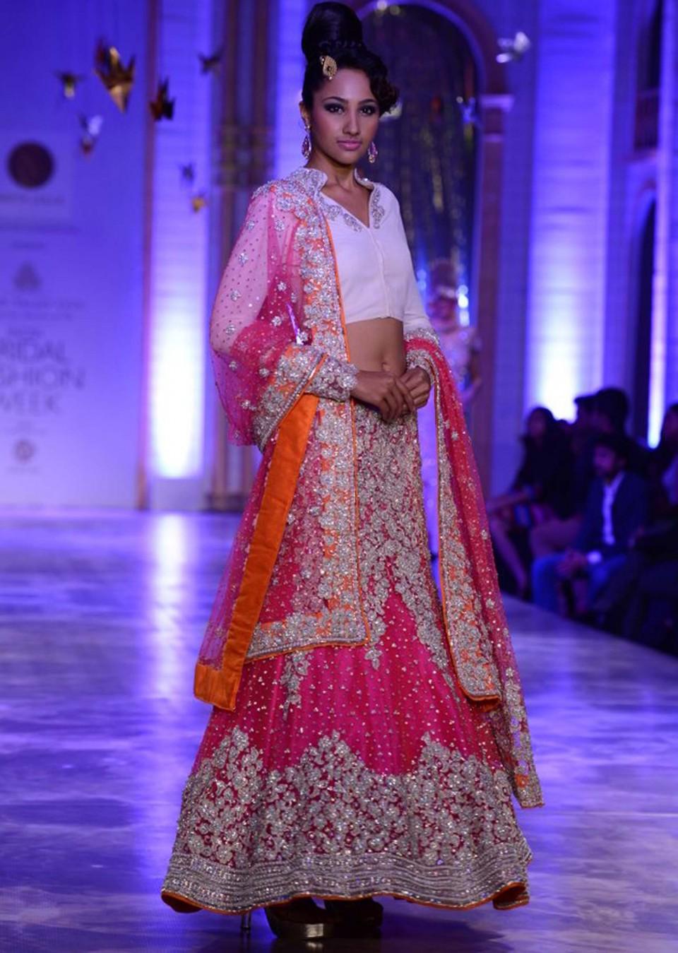 NEETA LULLA INDIAN BRIDAL DRESSES COLLECTION (2)