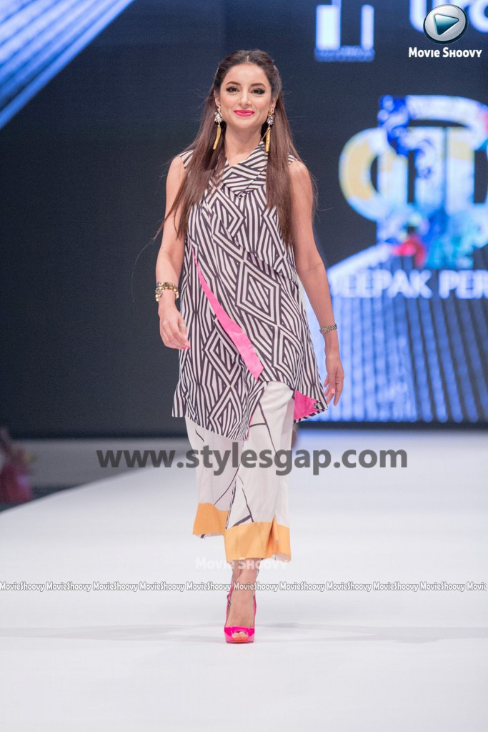 SARWAT GILLANI AND SIKANDAR RIZVI- Showstopper in fashion week Pakistan 2016-2017 (1)