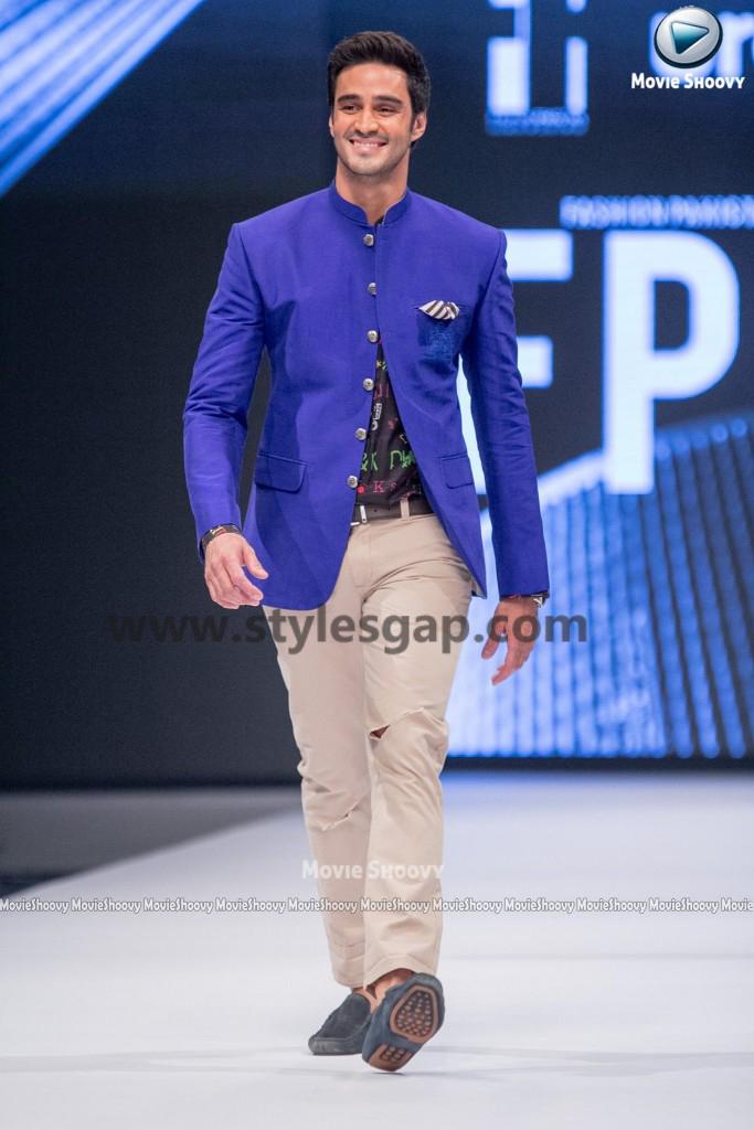 SARWAT GILLANI AND SIKANDAR RIZVI- Showstopper in fashion week Pakistan 2016-2017 (2)