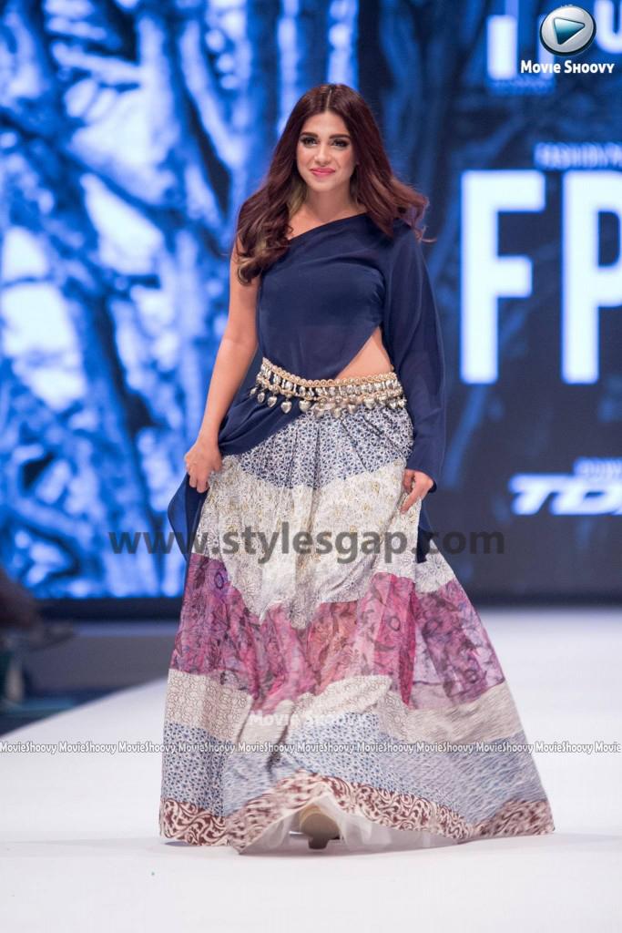 SONIYA HUSAIN- Showstopper in fashion week Pakistan 2016-2017 (1)